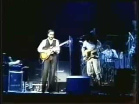 Frank Zappa & Al DiMeola: Clownz on Velvet live (added video)   Don't much like clownz, but I like this.