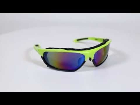 Arctica S 194 B napszemüveg. Elsősorban a téli sportokat kedvelőknek lett kialakítva az Arctica S 194 B napszemüveg, de fényvisszaverő tulajdonságai miatt szívesen használják a vízi sportokat kedvelők – beleértve a horgászokat is, valamint a kerékpározók. A kereten lévő szárak nagyon egyszerűen eltávolíthatóak és a szemüveg egy elasztikus pánttal lesz rögzíthető, ami biztonságosabb viseletet és szabadabb fejmozgást jelent. OLVASS TOVÁBB!