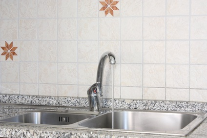 Evier bouché  La ventouse est le meilleur allié d'un évier bouché. Même un professionnel comme le plombier peut tout simplement en user pour arriver à dégorger cet équipement.
