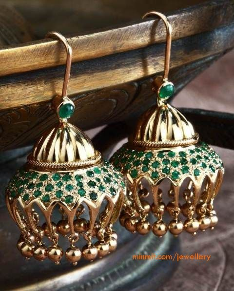 18k Moghul Inspired Emerald Jhumki