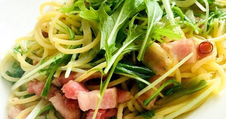 シャキシャキ水菜とうまうまベーコンのパスタ!鶏ガラでいつもより旨味たっぷりのペペロンチーノです♡