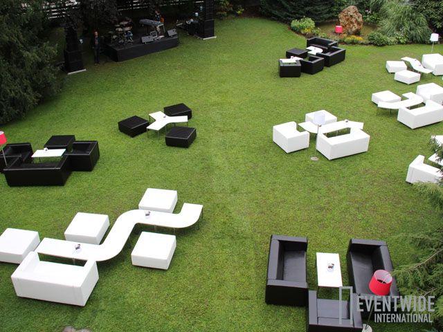 #Eventwide, #Eventmöbel #Verleih, #Lounge Sitzgarnituren Black & White mit Couchtischen Fluctus