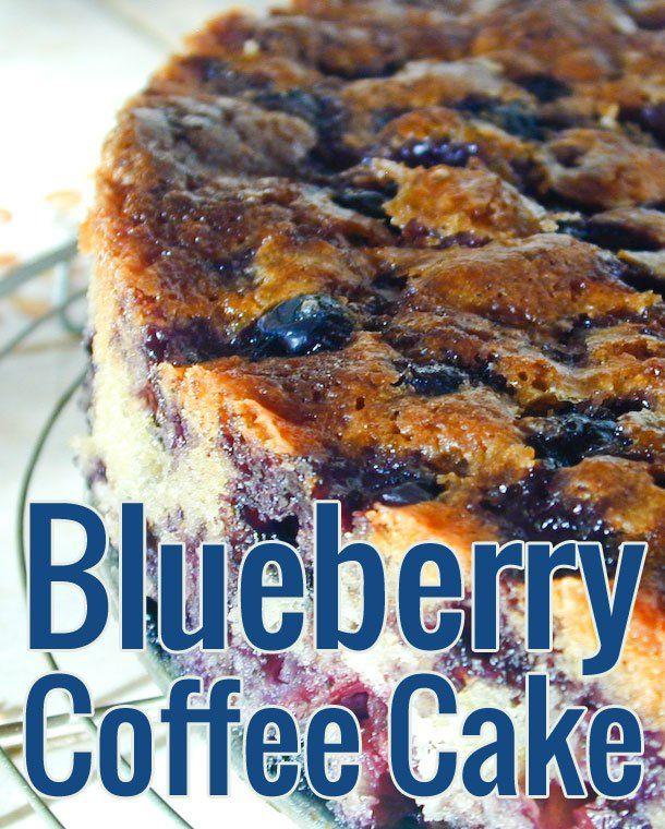 Un coffee cake à la myrtille à l'américaine, pour aller avec le café ! Texture à la fois fondante et moelleuse, richement garni de myrtilles.