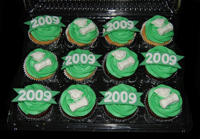 Green and White High School Graduation Cupcakes by Simply Sweets, via Flickr: Sweet Route, High Schools Graduation, Graduation Cupcakes, High School Graduation, Simply Sweet, Route Graduation, Route Cupcakes, Cupcakes Rosa-Choqu