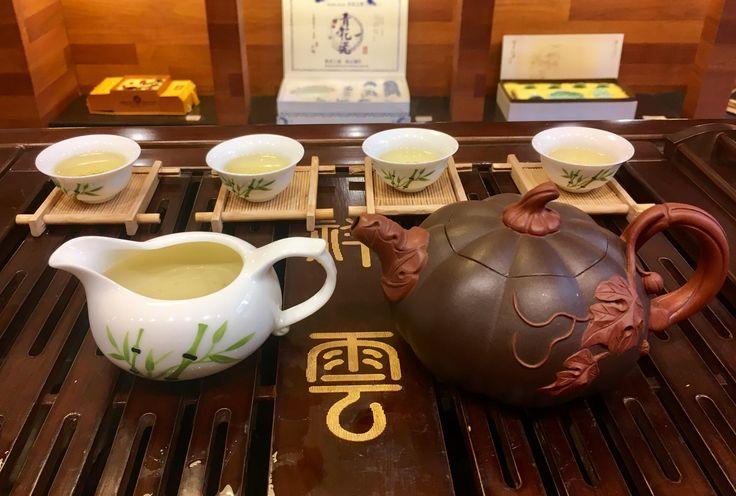 #MilkyOolong. Este #té #oolong contiene un sabor cremoso y posee un aroma embriagador de leche con notas de flor de loto. El sabor tan especial es debido a un cambio brusco de temperatura durante la cosecha. www.teaswords.com