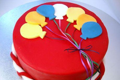 15 Amazing Kids Birthday Cakes, including princess crown cupcakes!