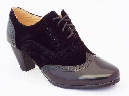 Pantofi femei negri Polino cu toc de 7 cm la pretul de 69 RON. Comanda Pantofi femei negri Polino cu toc de 7 cm de la Biashoes!