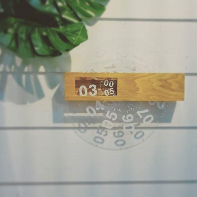 どんな空間にも溶け込み でも 存在感と落ち着きのある 壁掛け時計。  天然木のフレームと アクリルの文字盤で 今の時間だけが くっきりわかる おしゃれな時計です☆  Time Frame ¥6,800+tax  #ココウォーク雑貨 #マリン #海 #sea #雑貨 #ハワイ  #hawaii #ビーチ #beach #cocowalk #centralpark #名古屋 #栄 #surf #プレゼント #アクセサリー #アパレル #キッチン #食器 #文房具 #ステーショナリー #ベビー #ガーデニング #エプロン #セール #sale #時計 #壁時計