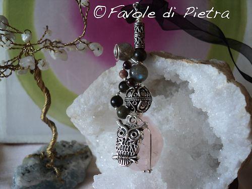 One of a kind, hand made Hawl Amulet - Amuleto realizzato utilizzando un unico filo d'argento 925, sfere di labradorite e ossidiana dorata, tormalina rosa e quarzo rosa finale. Il charm gufo è in metallo argentato.