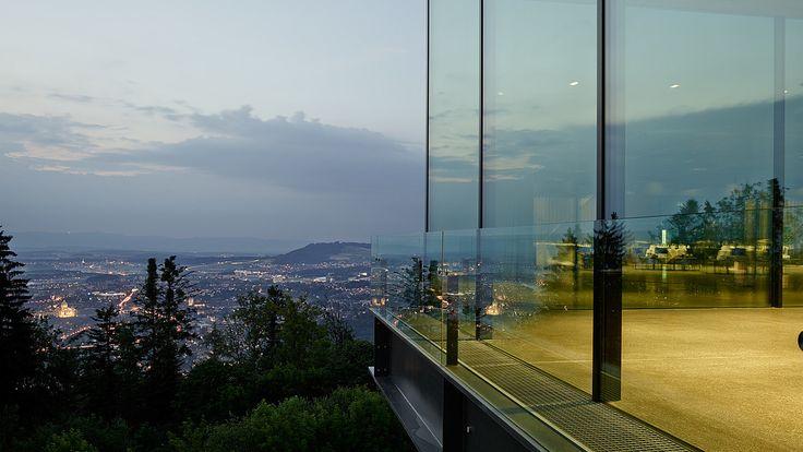 Aussenansicht Gurtenpavillon mit Blick über Bern - air-lux.ch  #windows #schiebeflügel