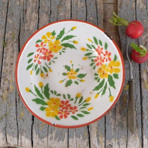 Old enamel plate with yellow and red flowers by atelierBrocante