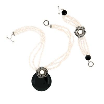 925 silver necklace with marcasite, real pearl and black onyx & 925 silver bracelet with marcasite, real peal and black onyx.