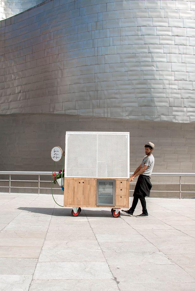 Una nuevafood truckrecorreBilbao. Se trata de Salchibotxo, un proyecto del estudio vascoArquimañapara BistróGuggenheim.