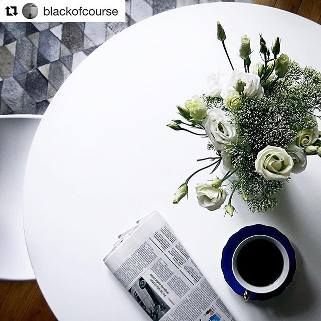 #sophiaapartment by @blackofcourse #backstage #photoshoots 📸📸📸 #interior #design #interiordesign #blackhausapartments #apartmentno21 #carpet #boconcept #boconceptkrakow #white #flowers #round #table #balma #fritzhansen #dropchair  #hotel #krakow #krk #cracow