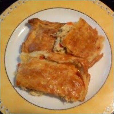 Υλικά 2 φιλέτα κοτόπουλου, 1 πακέτο έτοιμο φύλλο κουρού. 2 πιπεριές Φλωρίνης, 2 πιπεριές πράσινες (χρησιμοποιείτε και πιπεριές της αρεσκείας σας), 2 καρότα, 1 κρεμμύδι ξερό, μανιτάρια φρέσκα (αν