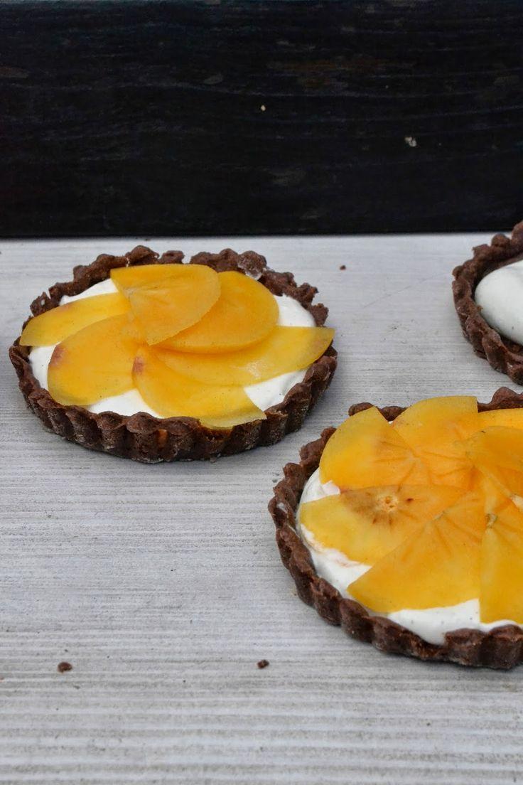 The Recipe Suitcase: Kakao-Tartelettes mit Vanillecreme und Kaki-Frucht