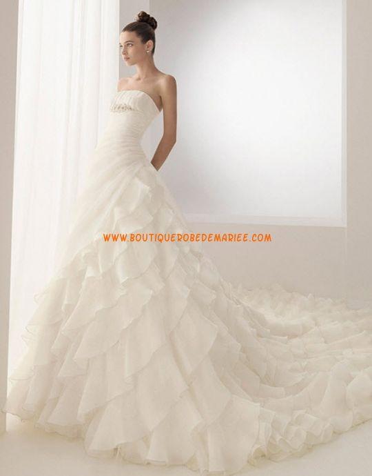 Robe de mariée avec longue traîne à froufrous organza