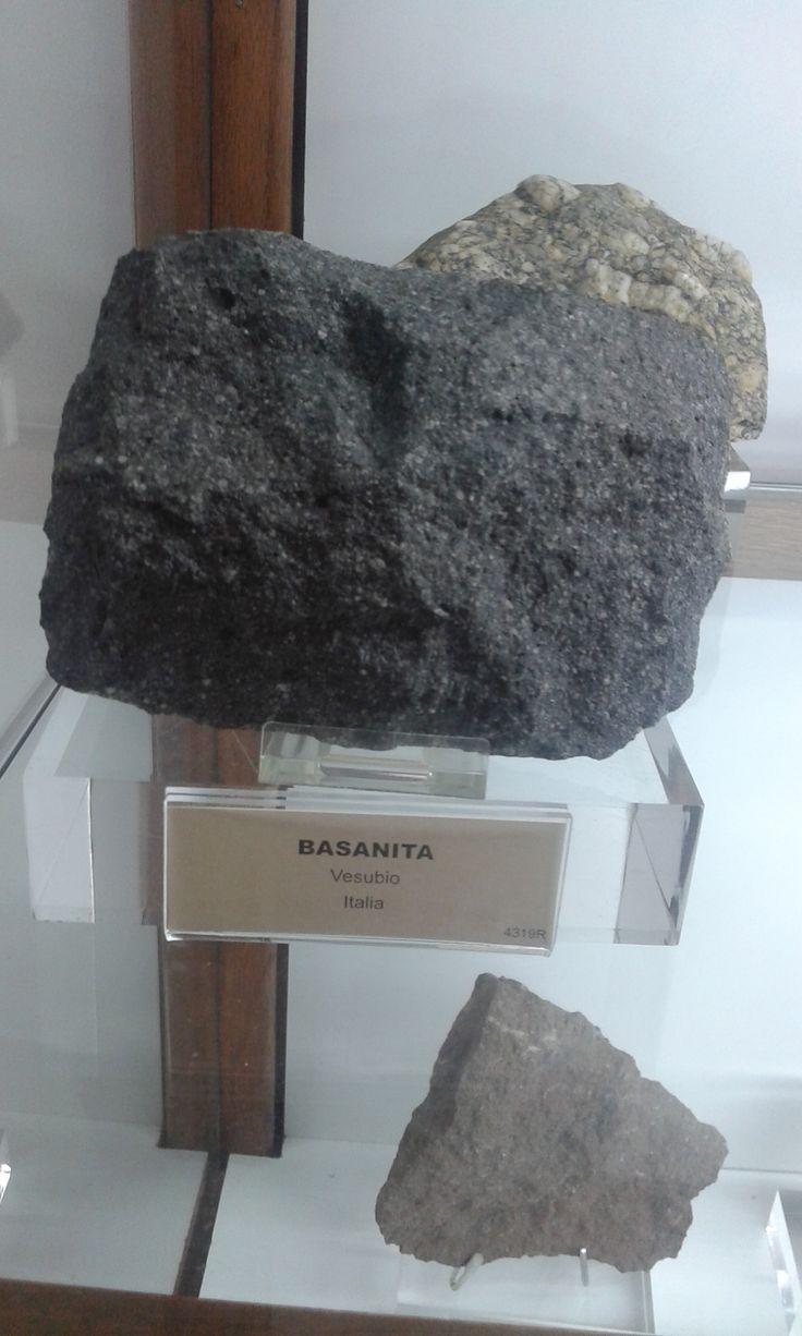 La basanita es una roca ígnea volcánica compuesta de olivino, titanoaugita (variedad de clinopiroxeno), feldespatoides y plagioclasa rica en calcio, generalmente labradorita o bitownita.1 2 Comúnmente los feldespatoides presentes en la basanita son la nefelina y la leucita.1 Una roca similar pero sin olivino se llama tefrita3 y existen rocas intermedias entre esta y la basanita.1 Las basanitas son de color negro a gris.