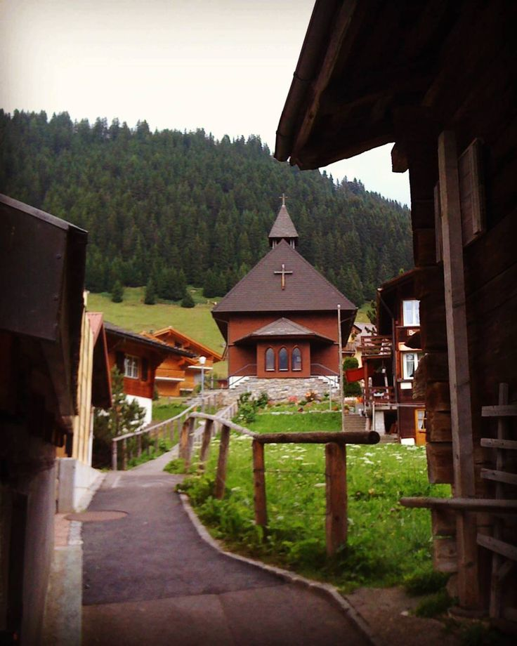 Viagens n'outro País #murren #mountains #switzerland #swissalps #lauterbrunnen #schilthorn #alps #nature #travel #europe #instatravel #photo #여행스타그램 #swiss #wanderlust #beautiful #interlaken #instadaily #여행 #trip #instagram #selfie #travelmore #instapic #eiger #snow #explore #love #schweiz #gimmelwald