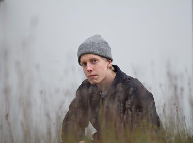 Boy #boy #grass #filed #focus #model #grey #purple #picture #sweden #vilmamoquist