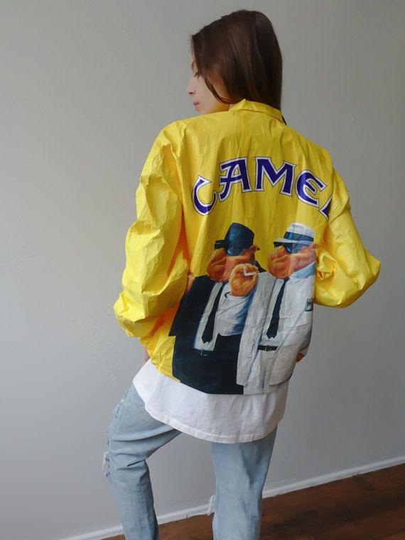 Chaqueta Camel 90s chaqueta Tyvek nuevo viejo Stock Camel cigarrillos / / cigarrillos Vintage de la década de 1990 abrigo rompevientos Grunge amarillo - xl Extra grande