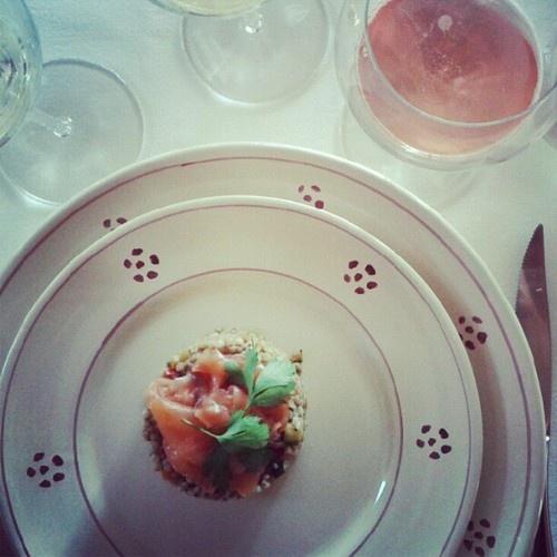 Grano saraceno con salmone e verdurine. #Franciacorta Rose Radijan Ronco Calino. (Scattata con Instagram)