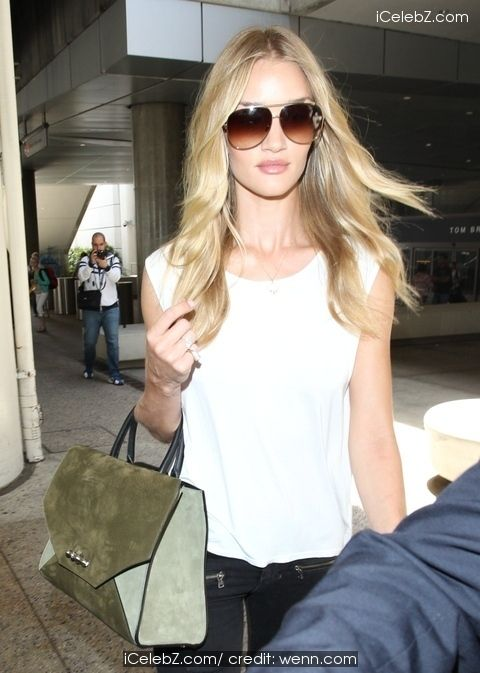 Rosie Huntington-Whiteley arrives at Los Angeles International (LAX) airport http://icelebz.com/events/rosie_huntington-whiteley_arrives_at_los_angeles_international_lax_airport/photo2.html