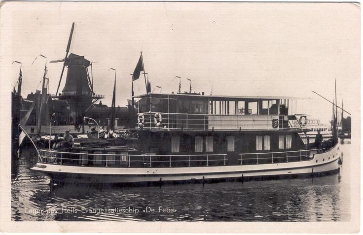 """""""De Febe"""" – eine ehemalige Yacht, die 1930 von der Heilsarmee in den Niederlanden übernommen wurde. Heute ist das Schiff unter dem Namen """"Simmerwille"""" als """"Ausflugsdampfer"""" auf friesischen Gewässern unterwegs."""