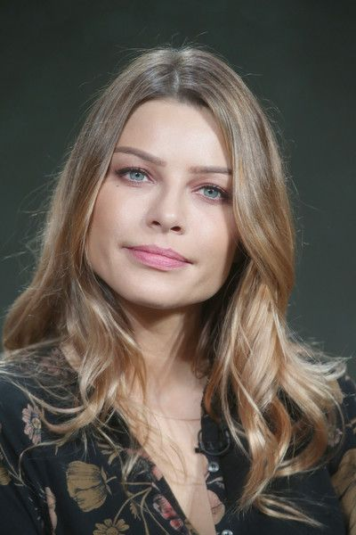 Lauren German Photos Photos - Actress Lauren German speaks onstage during the…