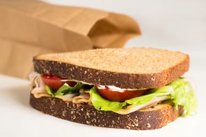 Make healthy school lunches on a budget