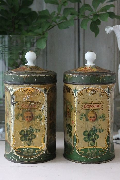 sucre and chocolat vintage French tins