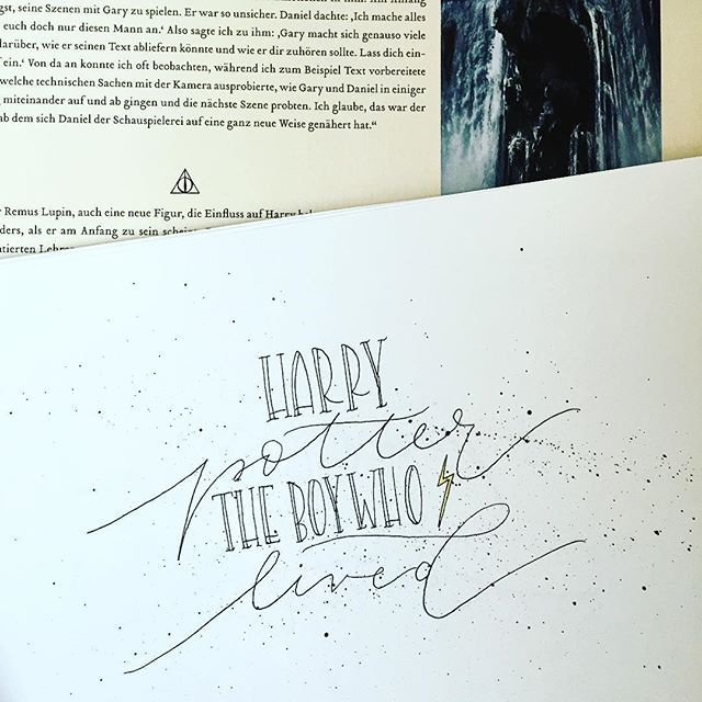 Happee Birthdae Harry! A very simple one for the last day of this wonderful #hplettering #challenge ! Thanks to @ calligraphynerd and @ bugaboobeardesigns ! It was awesome and I had so much fun! Hope it wasn't the last one! #lettering #harrypotter. #theboywholived #shinhantouch