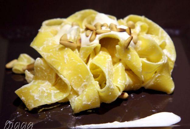 Pappardelle con ricotta e pinoli, ricetta antiossidante