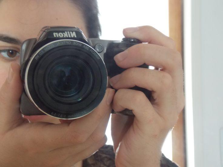 Autofoto/Autorretrato tomada en el marco de realización de un curso de fotografía dictado por la Universidad Nacional del Litoral, institución de la que soy alumna de la carrera de Letras. Reflejo de una de mis pasiones: la imagen.
