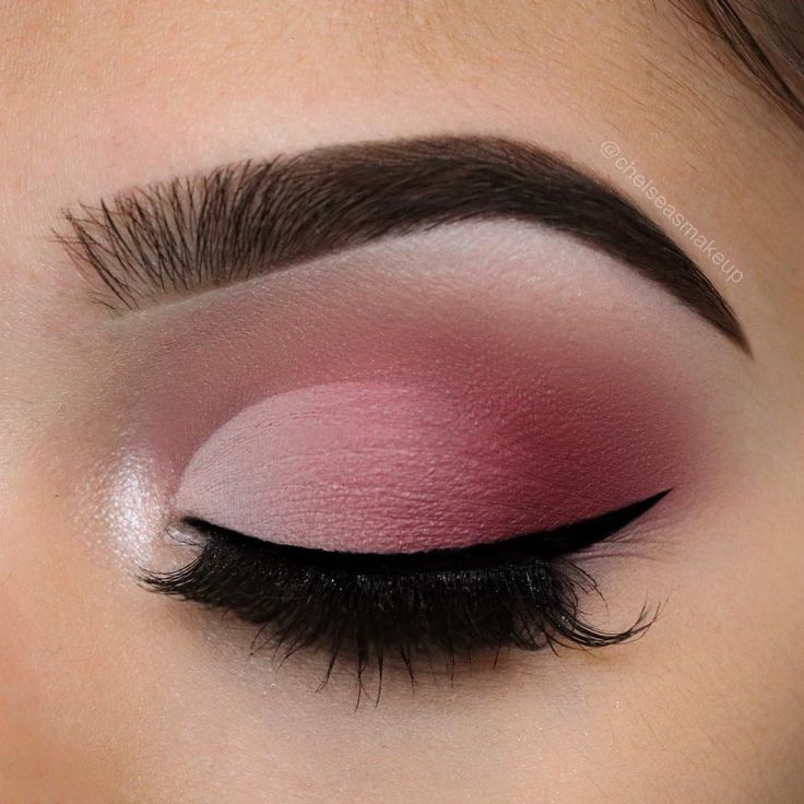 Matte faded cut crease using @anastasiabeverlyhills modern renaissance palette Brows:…""