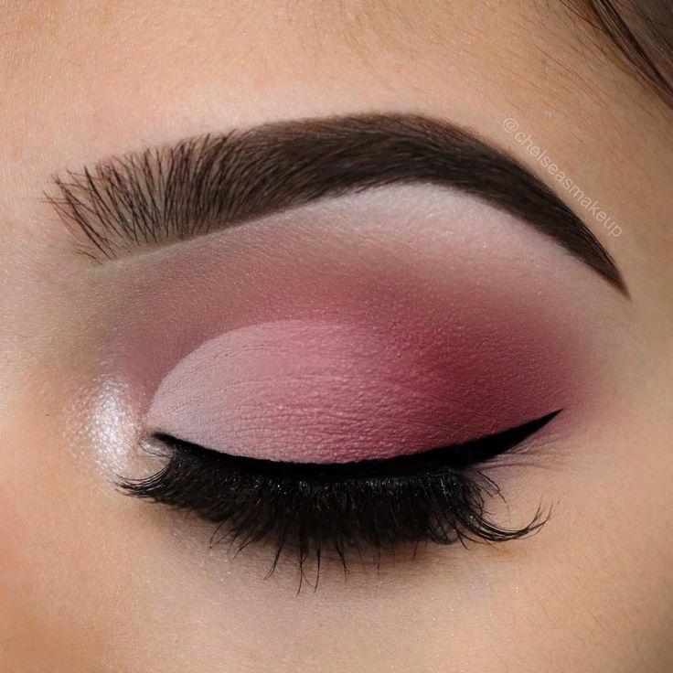 "4,445 Me gusta, 64 comentarios - Beautybychelsea (@chelseasmakeup) en Instagram: ""Valentine's Day faded cut crease using @anastasiabeverlyhills modern renaissance palette Brows:…"""