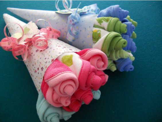 Washcloth rosebud bouquet. Such cute packaging for a baby gift!