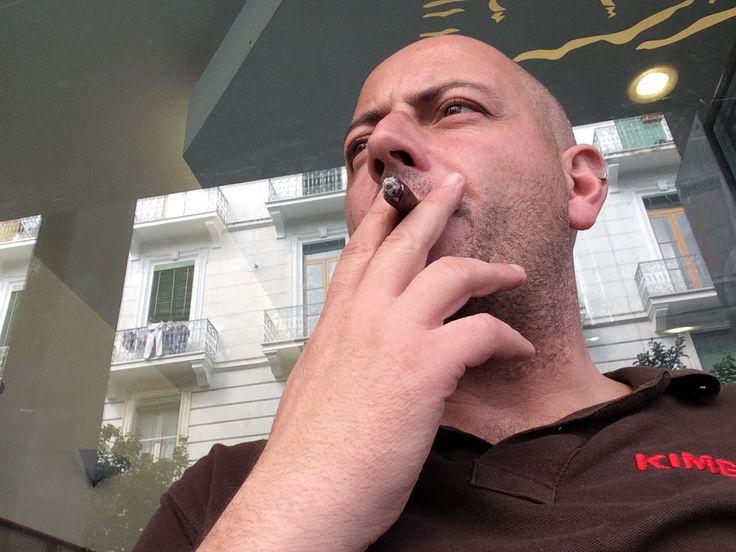 Un saluto dal capo in fase di fumo e think in progress.....