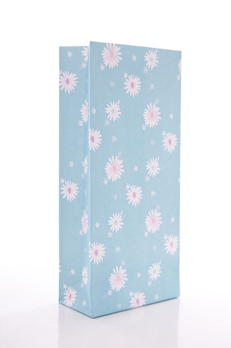 Daisy chain blue treat bags.