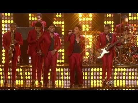 Treasure - Bruno Mars Billboard Music Awards 2013 #Reg-DCut miley this is how it is done1