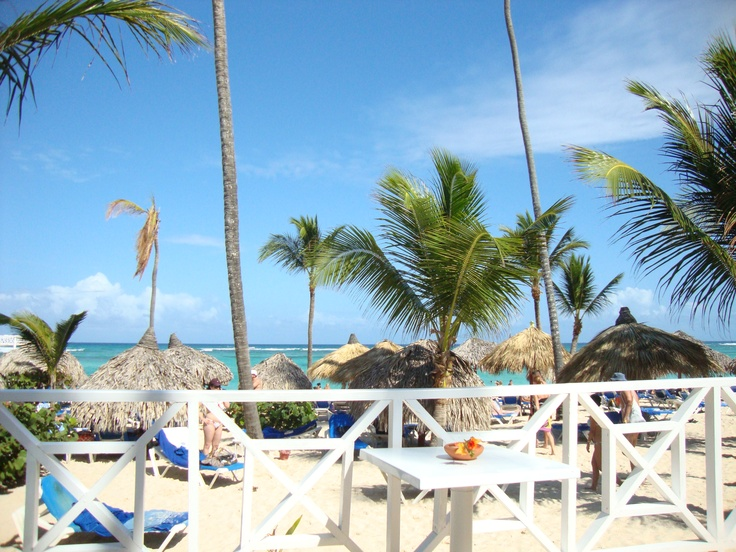 Lunchin' by the sounds of the sea - Gran Bahia Principe, Punta Cana, DR