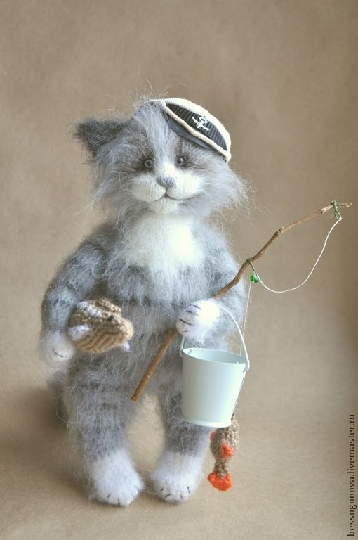 вязаный КОТ РЫБОЛОВ - серый,кот,котик,вязаная игрушка,вязаный котик,вязаный кот