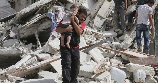 100 enfants ont perdu la vie à Alep en quelques jours. Nous pouvons arrêter ce massacre si les dirigeants du monde entier instaurent une zone d'exclusion aérienne. Donnons-leur le mandat citoyen pour protéger les civils. Signez maintenant: