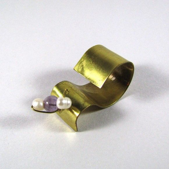 Handmade ring made of brass in a wavy shape with natural pearls and semi-precious amethyst stones.