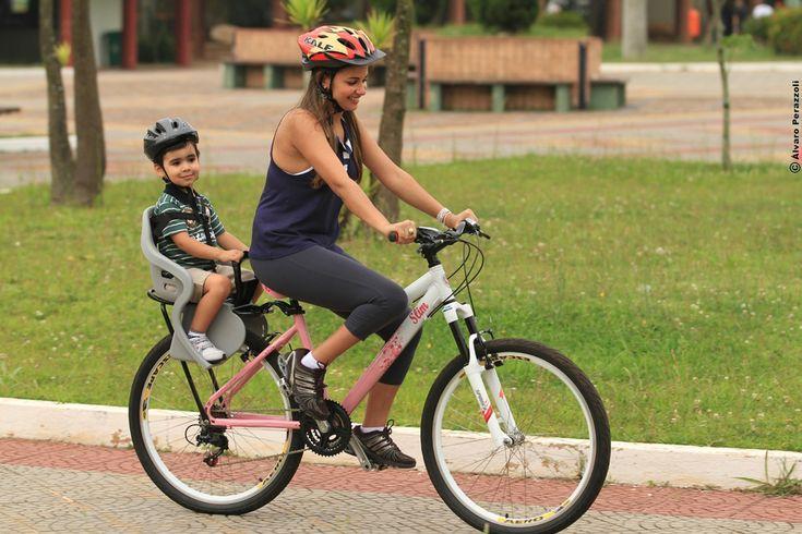 #bicicleta #bike #cadeirinha #cadeirinhaparabicicleta #industriabrasileira #crianças #infantil #aro26 #mãe #filho #capacete #segurança #cuidado   Veja mais em www.kalf.com.br