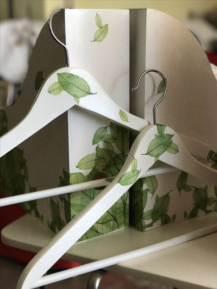 Θήκη περιοδικών και κρεμαστρες με ντεκουπαζ Magazine holder and hangers with decoupage