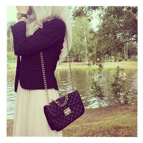 Pinned via Nuriyah O. Martinez | Already pinned this, but it's definitely worth being pinned twice! Hijabista ... black blazer + white maxi dress ... hijab style