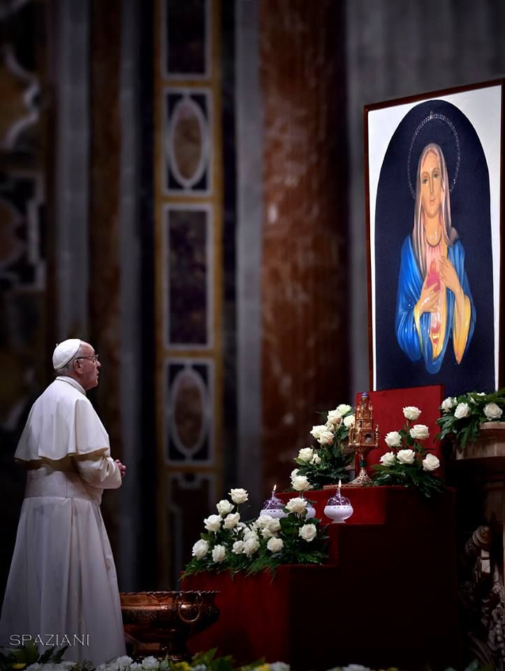 "Pope Francis prays in front of the image of Our Lady of Tears in Syracuse, During The ""To Dry the Tears"" vigil for people in suffering, to mark the Catholic feast of Ascension at the Saint Peter's Basilica in the Vatican. On May 5, 2016. © Stefano Spaziani"