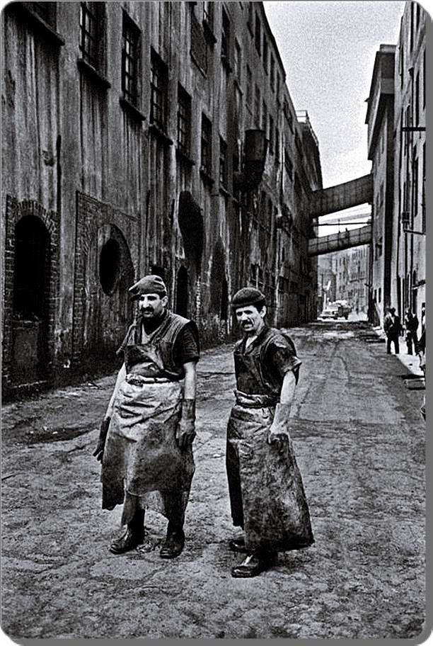 """Deri İşçileri - Leather Workers #Zeytinburnu #Kazlıçeşme (Ara Güler - 1970) (""""İstanbul'da Alınteri"""" kitabından) #istanlook"""