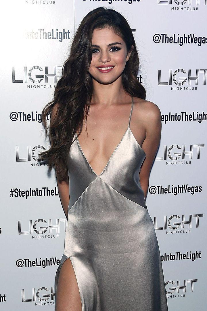 Selena Gomez Fête le Début de Sa Tournée Avec une Soirée à Las Vegas